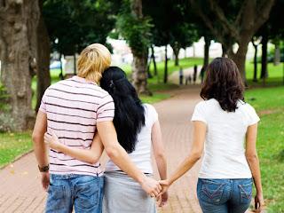 Doit-on draguer lorsqu'on est en couple ?