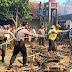 Polsek Kalimanah Datangi Lokasi Kebakaran Gudang Penyimpanan Pupuk