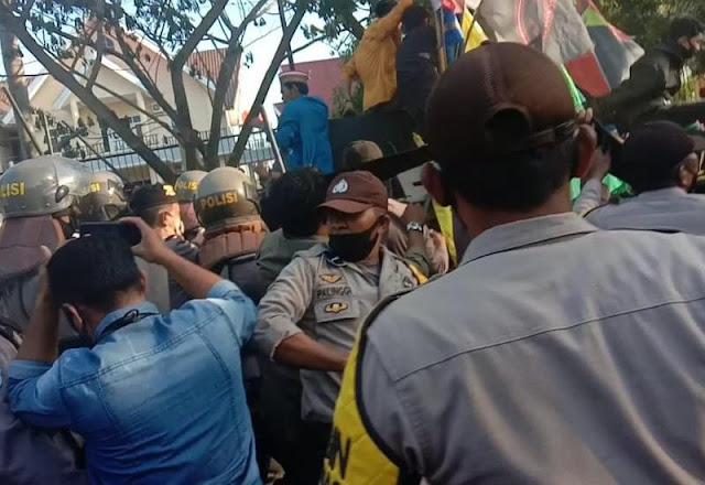 56 Jurnalis Diintimidasi saat Liput Demo, AJI: Pelakunya adalah Polisi