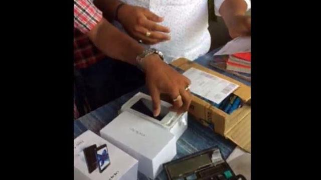 Beli Oppo Lewat Online Shop, Ternyata Isinya Iphone! Tapi Mengapa Pria Ini Malah Kesal?