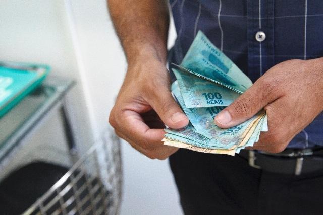 Governo deposita 1º lote de pagamento do PIS/PASEP de até R$ 998,00; veja calendário