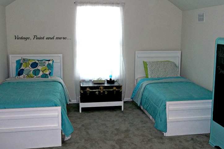 Vintage, Paint and more... diy twin beds, thrifted teen room, retro teen room