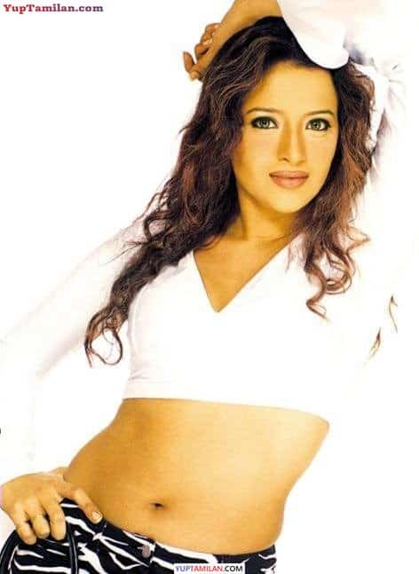Reema Sen Hot Navel Show | Sexy Cleavage Photos & Pictures in HD