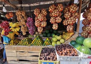 Puestos de fruta de Indonesia.
