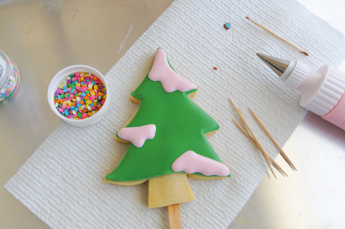 How to make Christmas Tree Cookie Pops | bakeat350.net