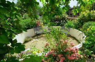 a garden in Leamington Spa designed by Tom Wolstenholme