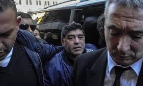 الشرطة الأرجنتينية تلقي القبض علي مارادونا بسبب شكوي من زوجته السابقة