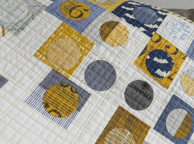 Luna Lovequilts - Hand applique circles and grid quilting detail - Quilty 365 project
