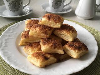 Francuskie ciastka z cukrem i cynamonem