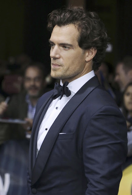 henry cavill news henry honored at gq men of the year awards in berlin