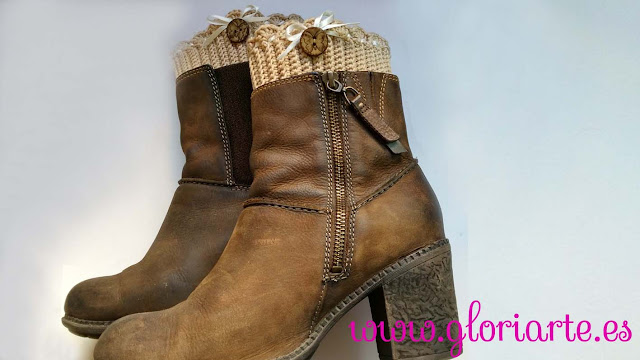 Detalle de los boot cuffs en las botas