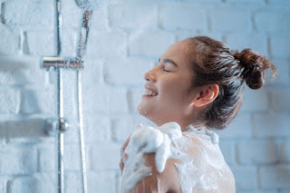 How Important is to Wash Hair Daily with Shampoo? Know this is beneficial or harmful for you