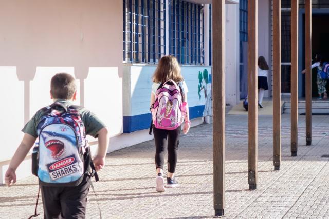 Ο Χαρδαλιάς διαψεύδει τον Μητσοτάκη: Εκτός τάξης οι μαθητές που δεν θα φορούν μάσκα