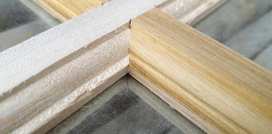 perbedaan kayu manglid