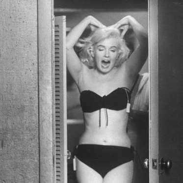 Marilyn-Monroe-Wardrobe-Fittings