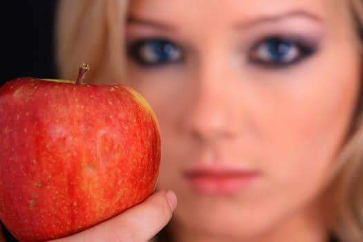 فوائد خل التفاح لعلاج إلتهابات اللثة