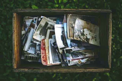Between nostalgic moments and memories - AWRAQ Community Papers