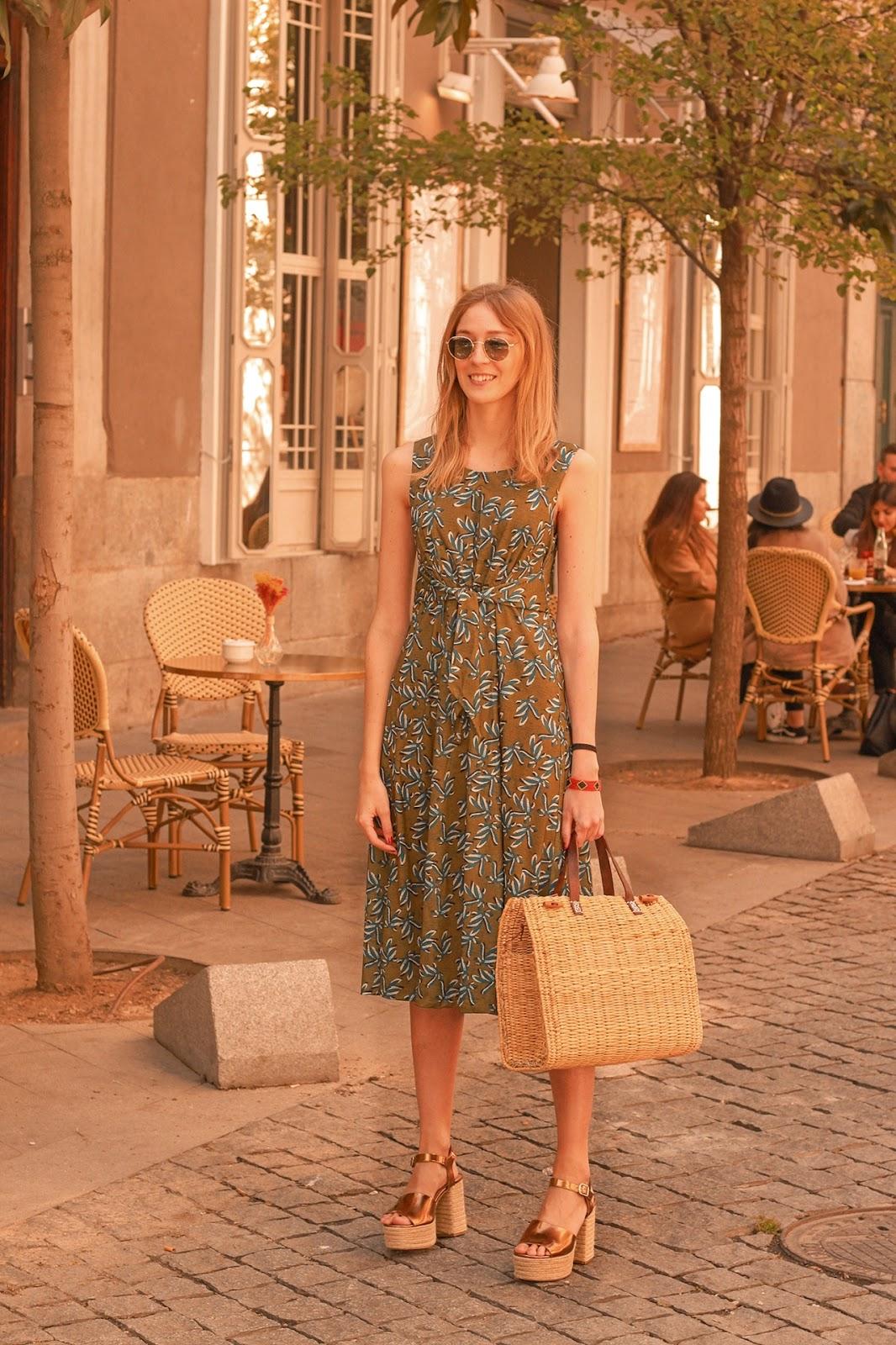 summer-midi-floral-dress-raffia-bag-street-style-venca-preppyels