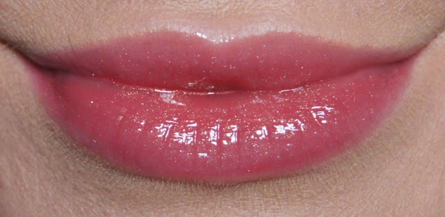 rimmel stay glossy lip gloss 640 all day seduction swatch