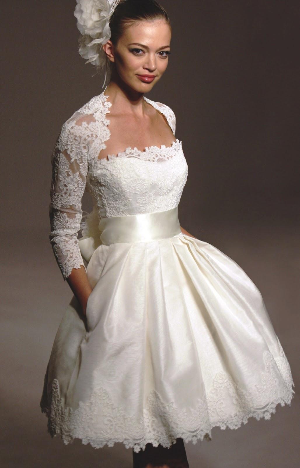une robe de mari e courte pour votre mariage tout pour mon mariage. Black Bedroom Furniture Sets. Home Design Ideas