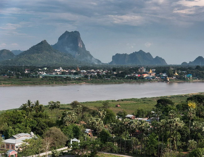 Xvlor Hpa An is relaxed city in karst hills, Thanlwin river, caves and Buddhas