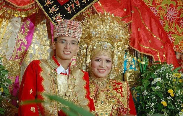 Pakaian Adat Pengantin Sumatera Barat