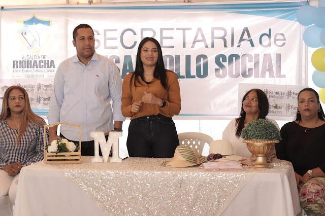Al calde de Riohacha y la gestora social se comprometen con las mujeres de Más familias en Acción