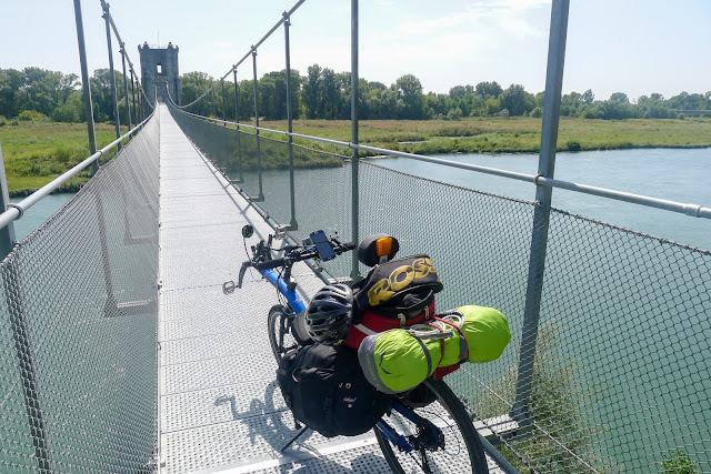 De Paris à Narbonne en vélo, Passerelle de Rochemaure