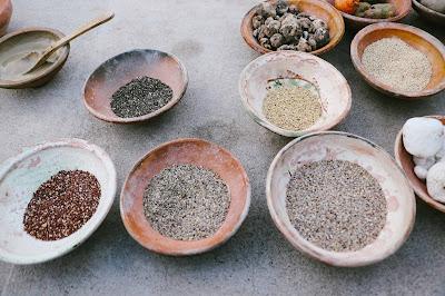 Quinua de diferentes colores, superfoods peru, granos andinos