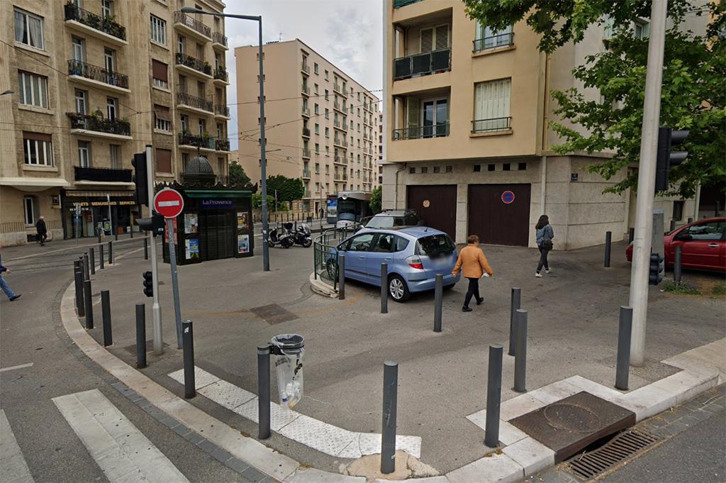 Marseille : Couteau sous la gorge, « une femme enceinte » dépouillée par trois individus en pleine rue