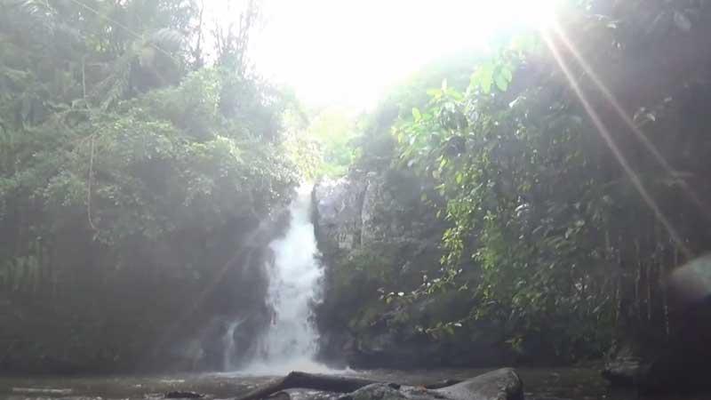 Air Terjun di Lombok Barat