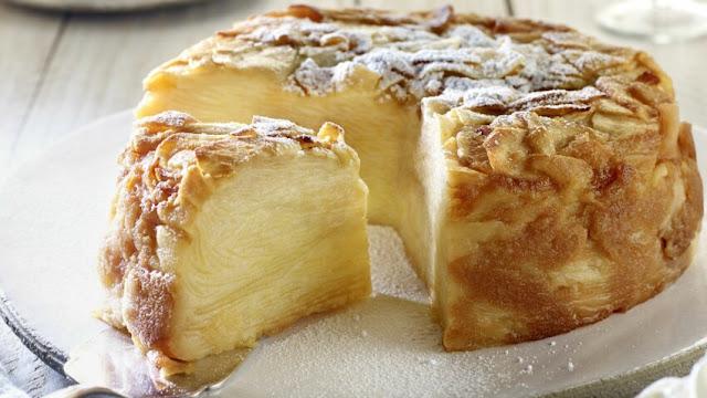 Gâteau invisible aux pommes et crème fouettée