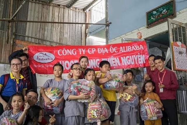 Hình ảnh Alibaba tướng cướp và đội quân Alibaba đi làm từ thiện
