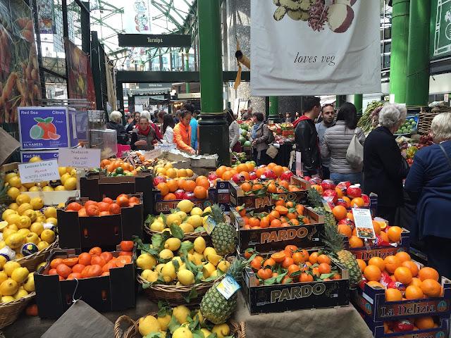 Borough Market w Londynie czyli najsłynniejszy targ jedzeniowy. Jak trafić? Co zjeść? Gdzie znaleźć street food w Londynie?