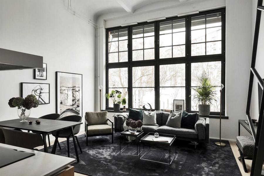 Kawalerka w czerni, wystrój wnętrz, wnętrza, urządzanie domu, dekoracje wnętrz, aranżacja wnętrz, inspiracje wnętrz,interior design , dom i wnętrze, aranżacja mieszkania, modne wnętrza, home decor, black and white, small interior, small apartment, małe mieszkanie, styl industrialny, industrial style, loft, styl loftowy, męskie wnętrze, plan otwarty, open space, salon, living room, pokój dzienny, kuchnia, kitchen, aneks kuchenny, szara kanapa, czarny stół, czarne krzesło, czarny dywan, antresola