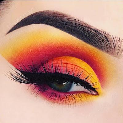 Maquillaje de ojos amarillo y naranja