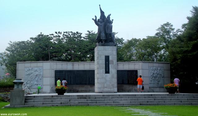 Monumento al Movimiento Samil en el Parque de la Independencia de Seodaemun en Seúl