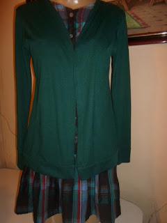 vestido xadrez com o casaco acoplado de manga longa
