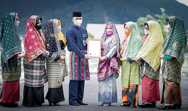 Kabupaten Lingga Terima Pengakuan Hak Cipta Tudung Manto
