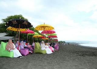 Suasana Pantai Syariah Pulau Santen, Banyuwangi