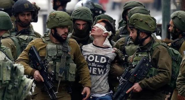 Gambar Tentara Israel menahan anak palestina di bawah umur