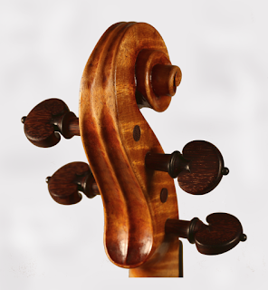 Copy of a Stradivari Violin Head by Nicolas Bonet Luthier - Tete d'un violon en copie de Stradivarius