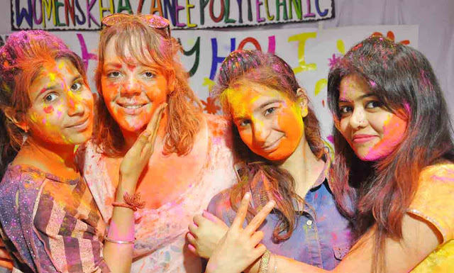 Holi meeting ceremony in Woman's treasurer Polytechnic, the participation of foreign tourists
