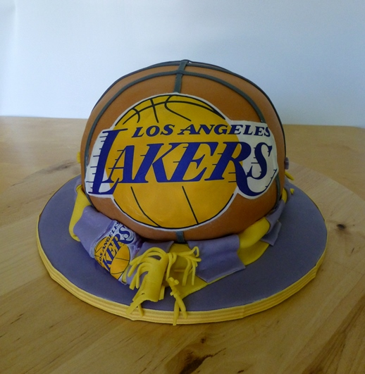 Birthday Of A Man Who I Don T Know Personally But That He Is Big Lakers Fan Think Enough To Explain Why His Cake Looks Like