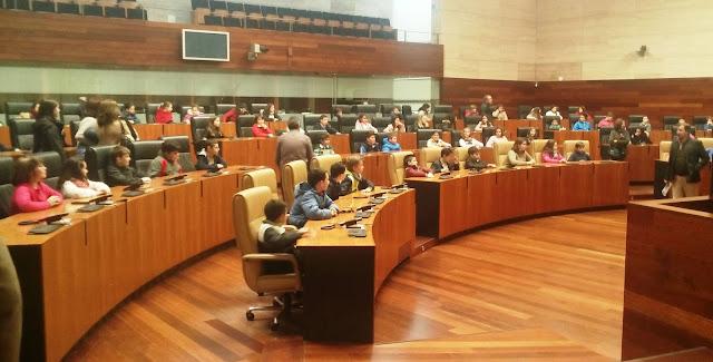 PP y Ciudadanos niegan su condena a la dictadura franquista en la Asamblea de Extremadura