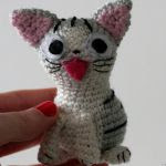 http://www.ravelry.com/patterns/library/chi-the-cat
