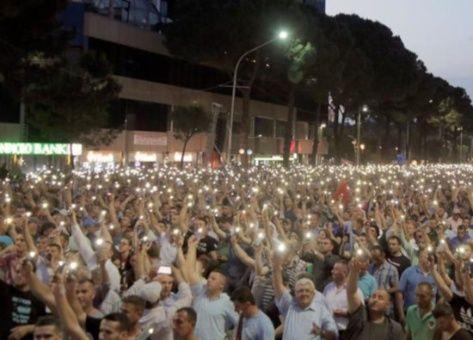 En medio de crisis, presidente de Albania cancela comicios