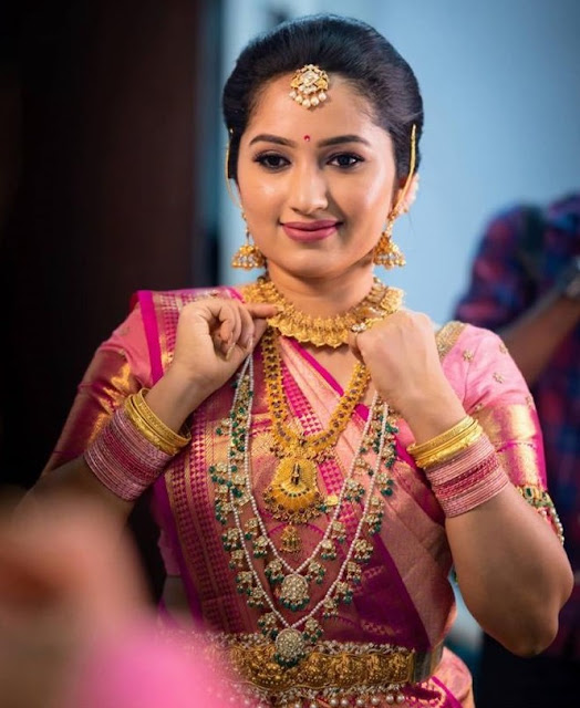 Bride in Kundan Drops Haram Kasu Necklace