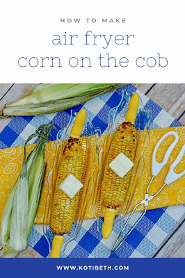 How to make corn on the cob in an air fryer. Cooking corn on the cob is easy with this method and takes less time. Fresh corn is best, but you can also use frozen corn. It tastes like roasted or grilled corn, but you can wrap it in foil to taste like boiled corn. The air fryer is the best way to cook corn!  Top with melted butter, salt, pepper, garlic, and Parmesan if desired after cooking.  #corn #airfryer