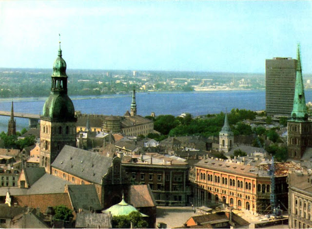 1982 год. Рига. Вид на Домский собор и Старый город с церкви Святого Петра